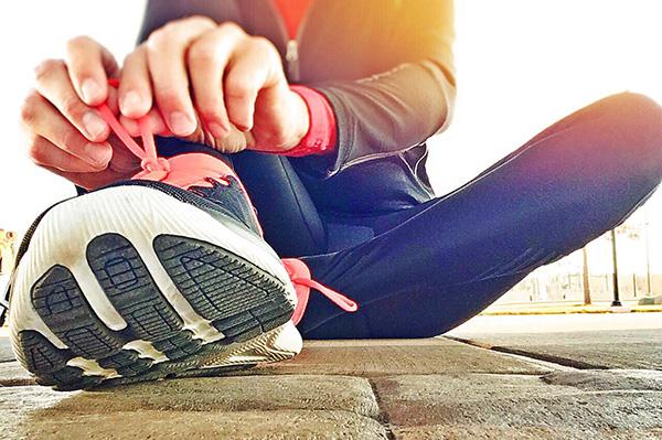 come allacciare le scarpe da running velocemente